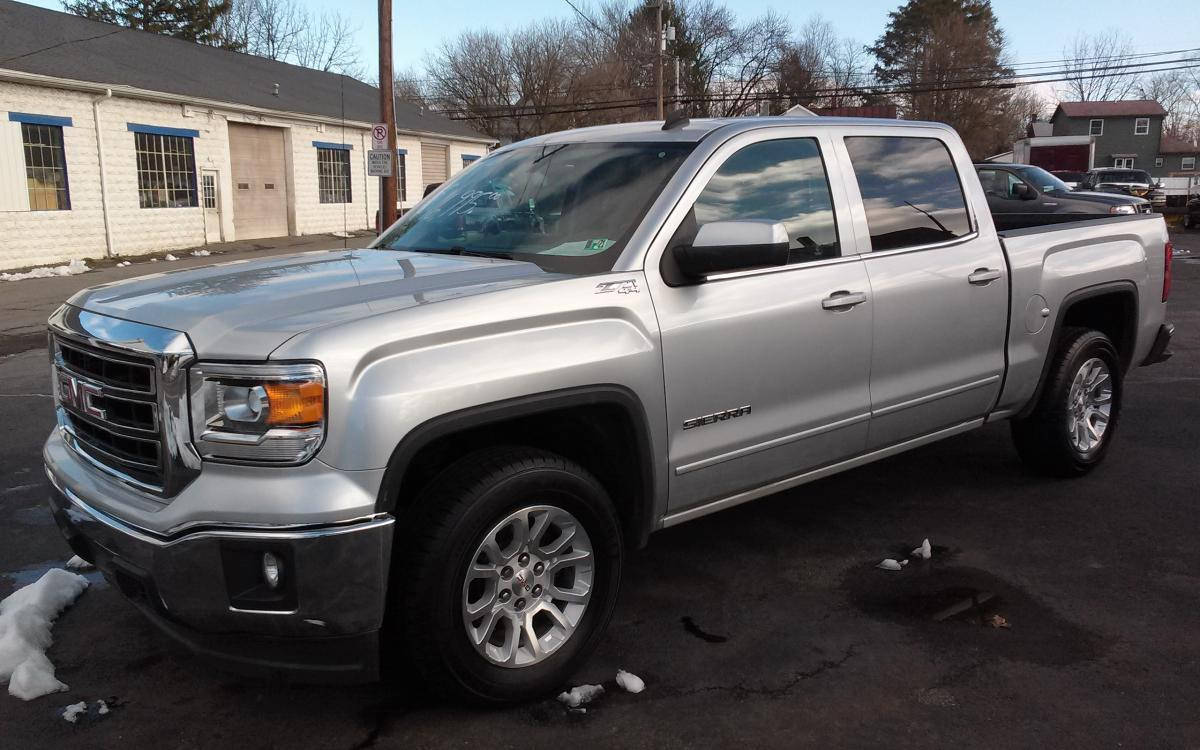 2014 silver GMC Sierra 1500 SLE Crew Cab 4WD (3GTU2UEC1EG) with an 5.3L V8 OHV 16V engine, 6-Speed Automatic transmission, located at 101 N. Main Street, Muncy, PA, 17756, (570) 546-5462, 41.207691, -76.785942 - Photo #0